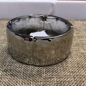 ViVI hammered silver stretch bracelet NWT